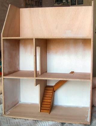 Miniatures and dollshouses my new dollhouse - Fabriquer maison barbie ...